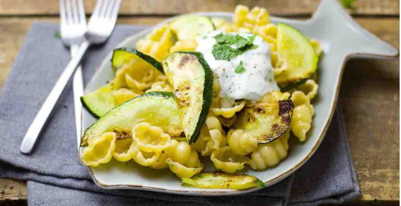 Pasta mit Zucchini und Creme fraíche